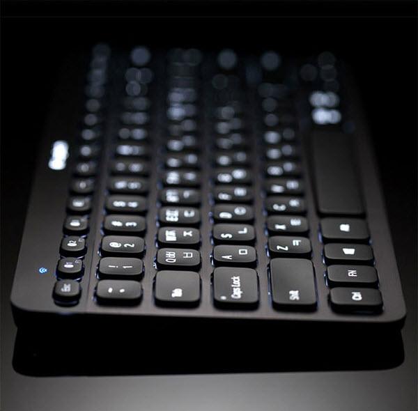 130421 icoda Logitech K810 Bluetooth illuminated Keyboard 01