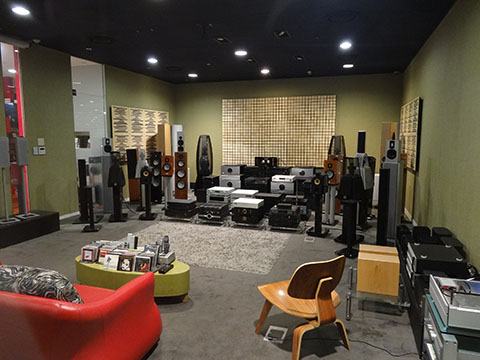 DSC03415_480x360-YongSan-iPark-Mall-Surround-Sound-System-ShowRoom-Korea-Tech-BLog