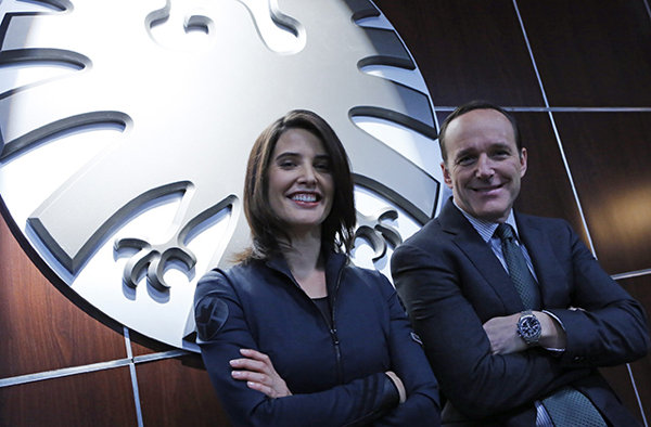 agents-of-shield-set-photo-cobie-smulders-clark-gregg2