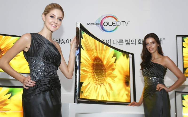 130627 Samsung Electronics has announced the availability of its Curved OLED TV at an exclusive event held in Seocho, Seoul